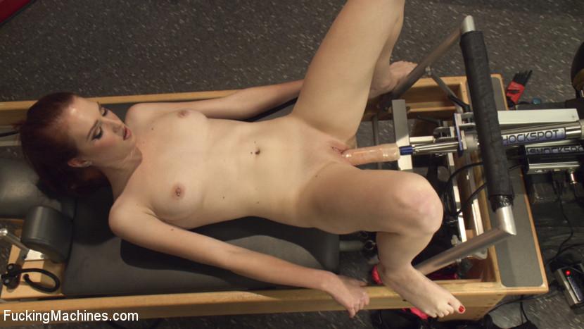 Fucking machine brought to female orgasm masturabtion pussy